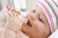 预防新生儿呛奶的小常识