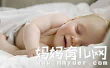 新生儿能睡枕头吗 妈妈必读的宝宝正确睡姿大揭秘