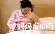 妈妈母乳喂养时的正确姿势和步骤 新手妈妈人人必备