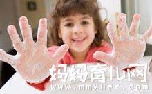 幼儿园托班健康教案《我会洗手》及反思
