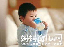 怎么判断奶粉适不适合宝宝 妈妈给宝宝挑选奶粉须知