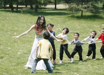 幼儿园大班体育教案:老鹰捉小鸡