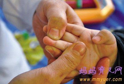 小儿推拿治疗咳嗽的方法(组图)(2)