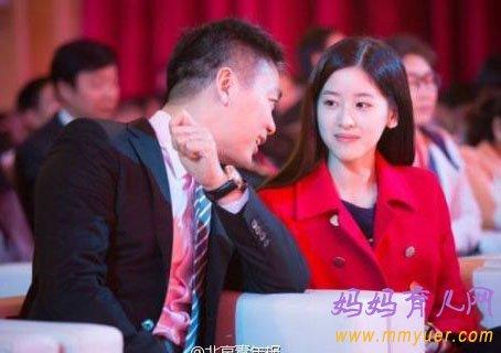刘强东和奶茶妹怎么认识的 刘强东和奶茶妹妹差几岁