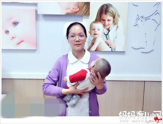 奶茶妹妹抱娃姿势不合格 新手爸妈该如何正确抱娃 3