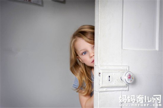 自家小孩胆小怎么办 家长该如何帮助孩子战胜恐惧心理