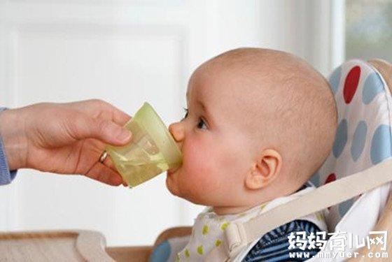 宝宝皮肤干燥怎么办 给宝宝补水的基本原则很重要