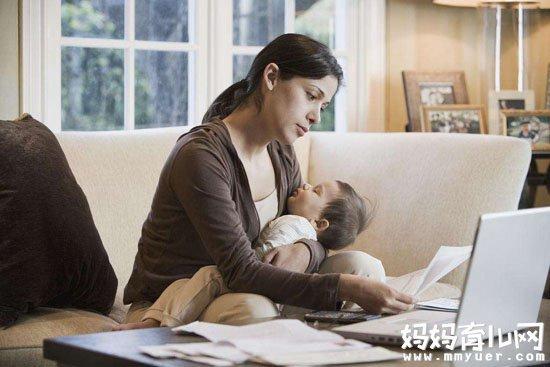 抱着宝宝上网竟会这样!解读妈妈可以抱着宝宝上网吗