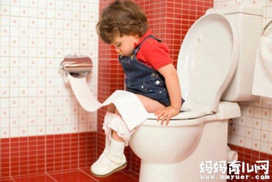 别再弄得一团糟了!婴儿几个月可以把尿是有讲究的