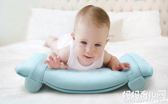 婴儿睡什么枕头最好 这3种对宝宝有害的枕头万万用不得!