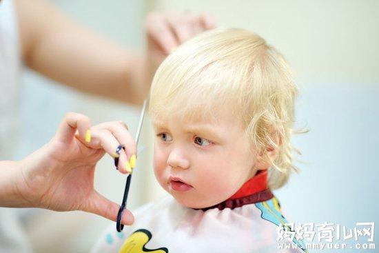 超实用的怎样给宝宝剪头发的技巧 宝宝剪头不再哭闹