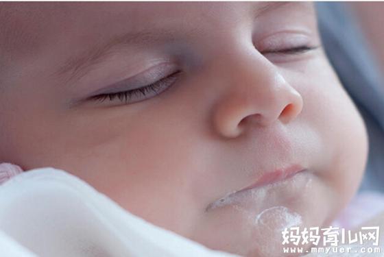 原来,婴儿宝宝为什么会吐奶的原因真相 竟与这些有关!