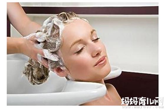洗与不洗都有各自的理由 产后坐月子到底能洗头吗?