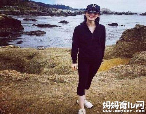 刘强东和奶茶妹妹近照 身材好到完全像少女