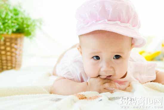 应对宝宝吃手指怎么办的方法 这5招你绝对想不到