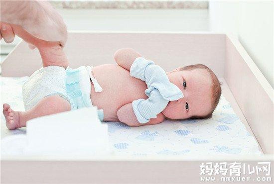 宝宝怕热、PP红红真难受 究竟夏天要给宝宝穿纸尿裤吗