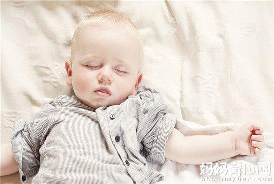 1分钟科普宝宝睡觉为什么总是哼哼唧唧 看完你就明白了