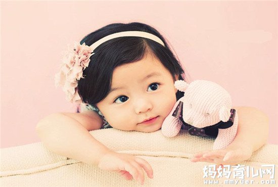 解析女宝宝总爱夹腿怎么回事 99%的家长看完都傻眼了