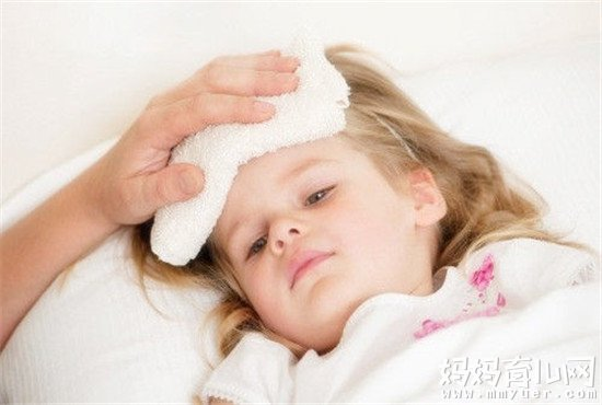 宝宝发烧还抽筋急死了!6个步骤解决宝宝发烧抽筋怎么办