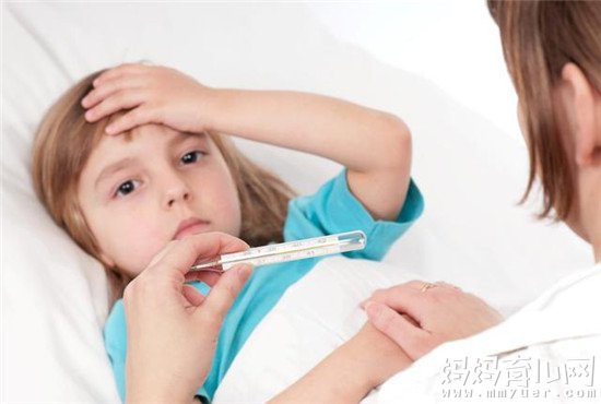 宝宝发烧吃药还是打针不能一概而论 关键是看这个