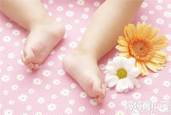 3分钟科普新生儿手脚冰凉正常吗 难怪怎么捂都不暖和!