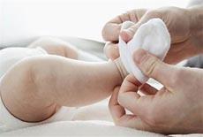 夏天新生宝宝要穿袜子吗备受争论 这2种情况一定要穿