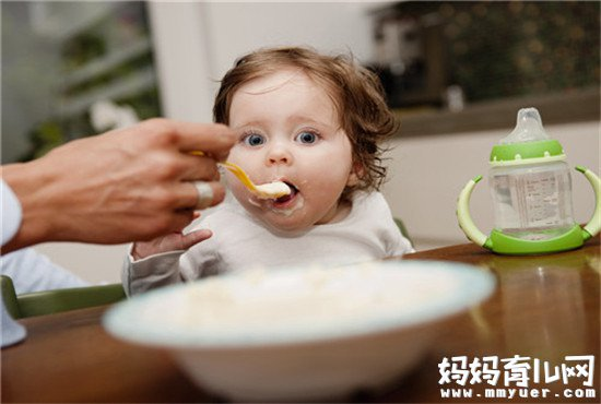 还不知道宝宝手脚心发热怎么回事? 宝宝积食了!