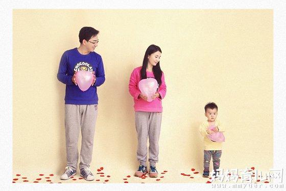 温馨亲子照_适合一家三口亲子照创意 为亲子生活添点乐趣 - 妈妈育儿网