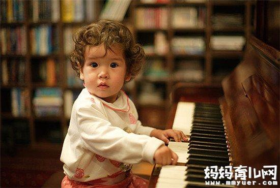 """钢琴被誉为""""乐器之王"""" 盘点女孩子学钢琴的五大好处"""