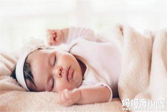 新生儿呼吸急促怎么回事 新生儿呼吸异常的两大危害