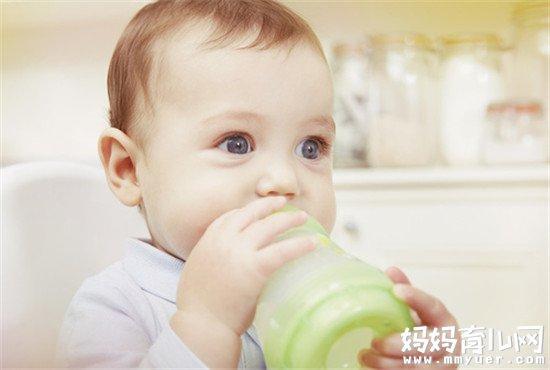 解读宝宝吐奶后能继续喂奶吗 其实是宝宝自己说了算
