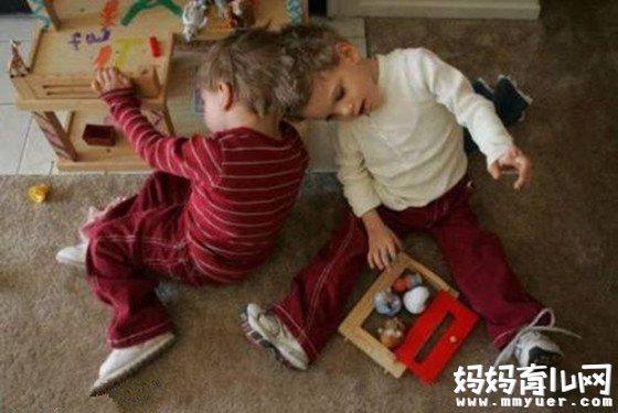 连体婴儿手术一桩接一桩 究竟同卵双胞胎多久才分开