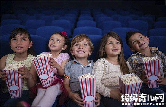 宝宝过早看电影危害大 宝宝多大可以看电影你造吗