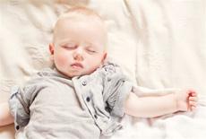 宝宝为什么不愿盖被子的真相 看完以后恍然大悟