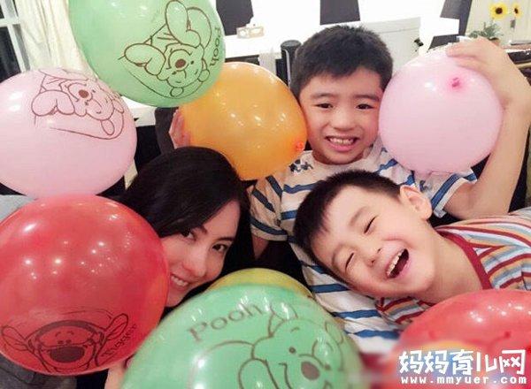 张柏芝两个孩子近照曝光 一个像爹一个像妈 帅到暴棚