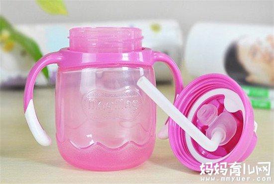 吸管杯是训练宝宝喝水的好帮手 宝宝多大喝吸管杯合适
