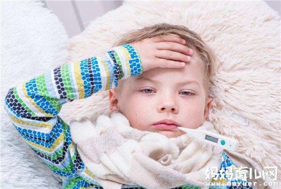 宝宝发烧需散热众所周知 脚心发烫的宝宝发烧要穿袜子吗