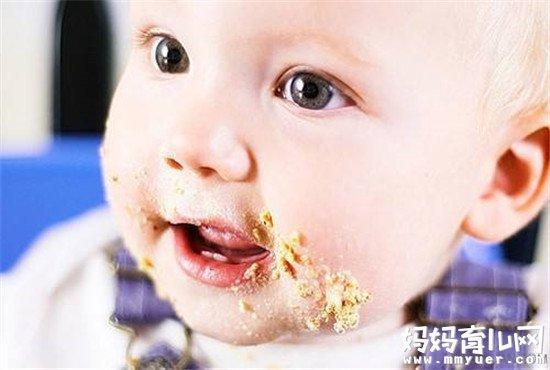 宝宝爱把饭含在嘴里怎么办 只需4招巧妙应对