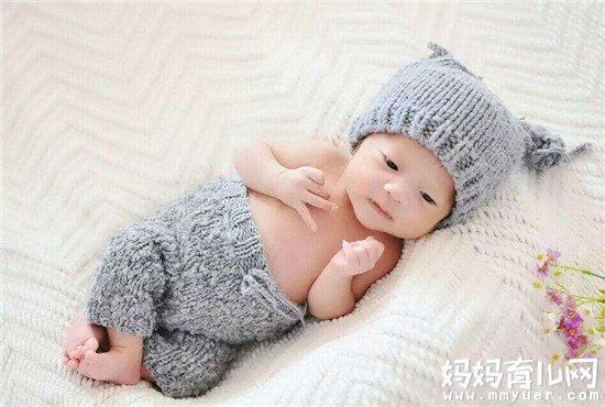 送给满月小孩的礼物_宝宝满月送什么礼物好这6样简单又实用宝宝爱不释手(2)-妈妈