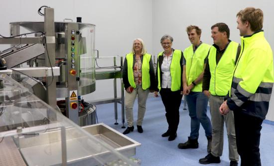 澳大利亚肖尔黑文市市长参观爱薇牛工厂啦!