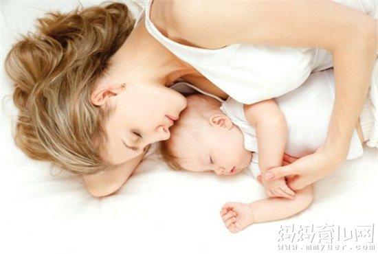 胃口变大而奶水减少?哺乳期怀孕的4大症状早知道!