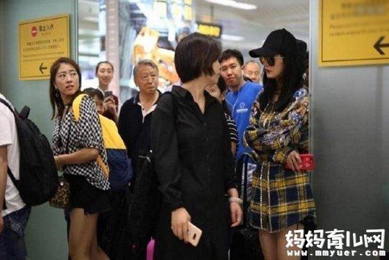 杨幂被赶出机场 全程一脸尴尬这是什么情况(图片)