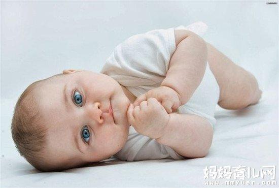 宝宝睡觉摇头怎么回事 别大意!有可能是抽动症!
