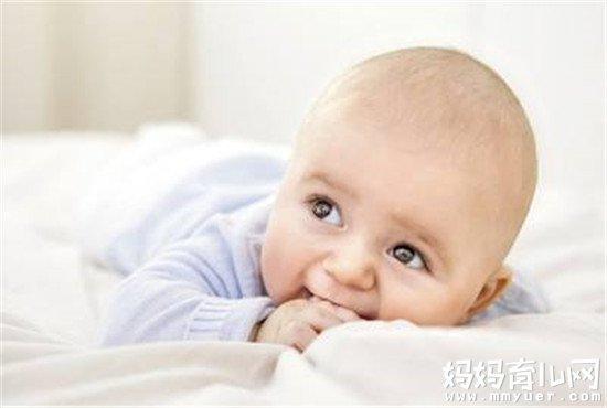 宝宝发烧期间禁忌多 宝宝发烧可以洗头吗