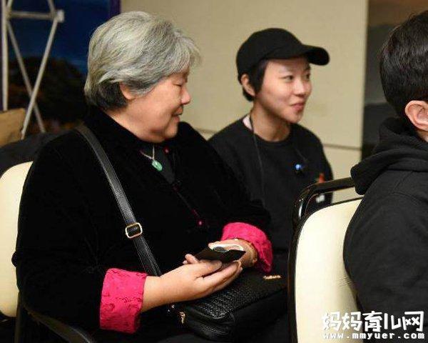 史无前例!王菲女儿窦靖童参加金马 带奶奶同行震惊网友
