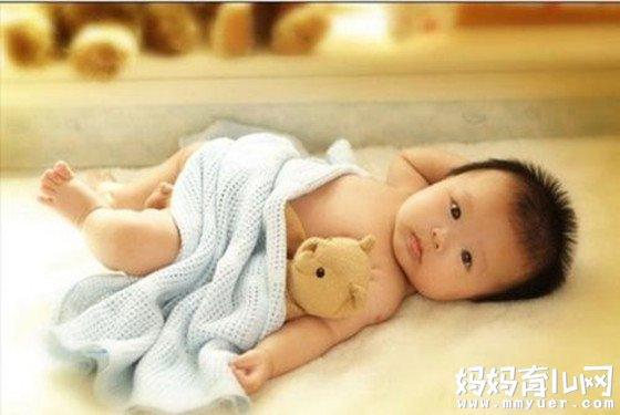 十个月的宝宝发育标准 宝宝10个月发育指标详解