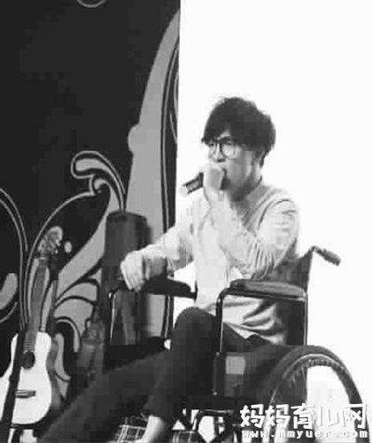 薛之谦节目中曾主动提起车祸 调侃泰国车祸后自己就红了