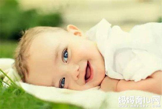 宝宝一笑就打嗝怎么回事 看到真相后大家都笑了