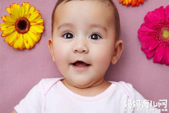 五个月的宝宝能坐吗不能一概而论 适当引导训练是重点
