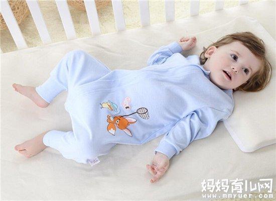纠结宝宝用睡袋还要盖被子吗 80%的宝妈都是这样做的